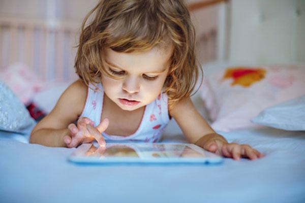 Dziecko przed ekranem